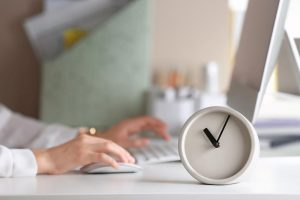 La empresa debe informar de los pactos de horas complementarias a la representación de los trabajadores